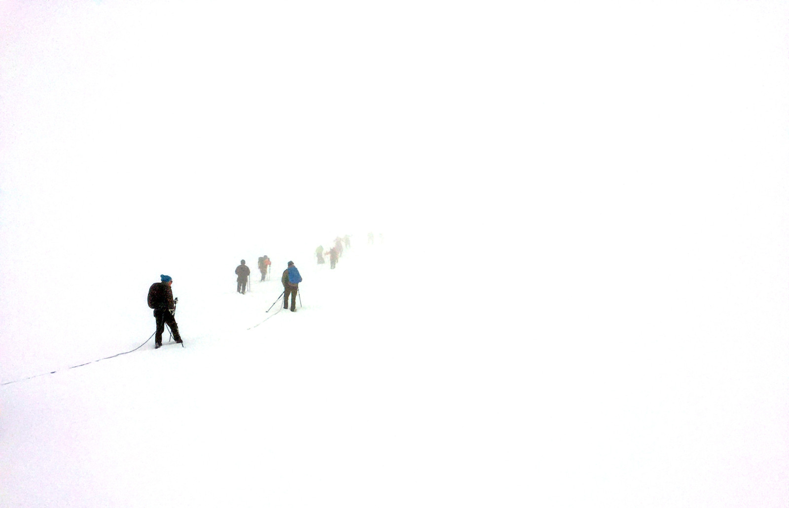 Die Sicht wird schlechter. Ohne GPS findet man jetzt den Weg zum Gipfel nicht mehr.