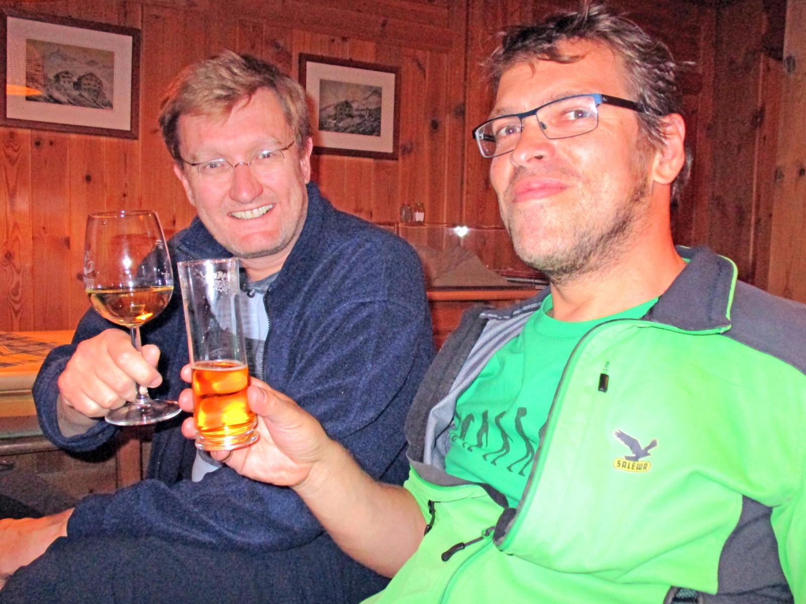 Prost! Dieses Glaserl haben wir uns verdient.