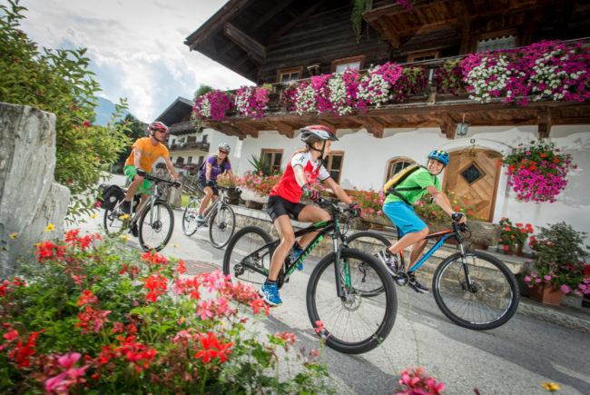 Auf der Genuss Radtour 2016 besucht man nicht nur Naturjuwelen, sondern fährt auch immer wider durch malerische Dörfer und Orte.