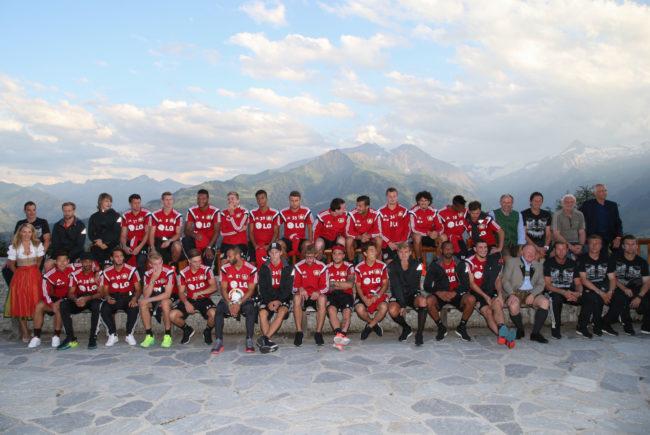 Fußballer von Bayer 04 Leverkusen beim Fototermin auf der AreitAlm hoch über Zell am See - Kaprun