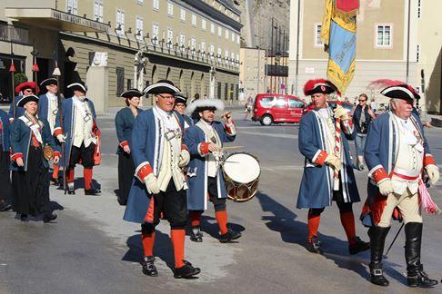 Die Bürgergarde bei der Eröffnung der Salzburger Festspiele