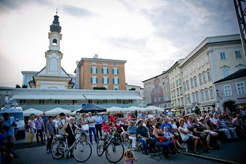 Eröffnungsfeier am Mozartplatz