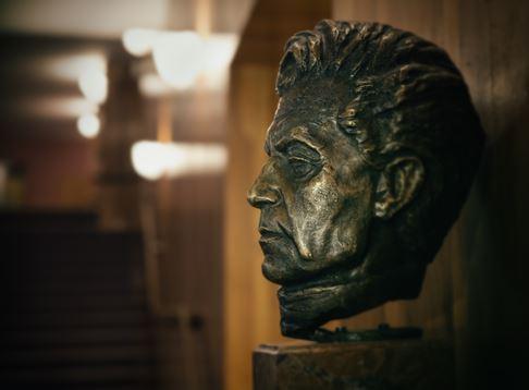 Herbert von Karajan wacht über seinen Schatz