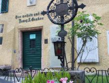 "Das Grab vor dem ""Mesnerhaus""."