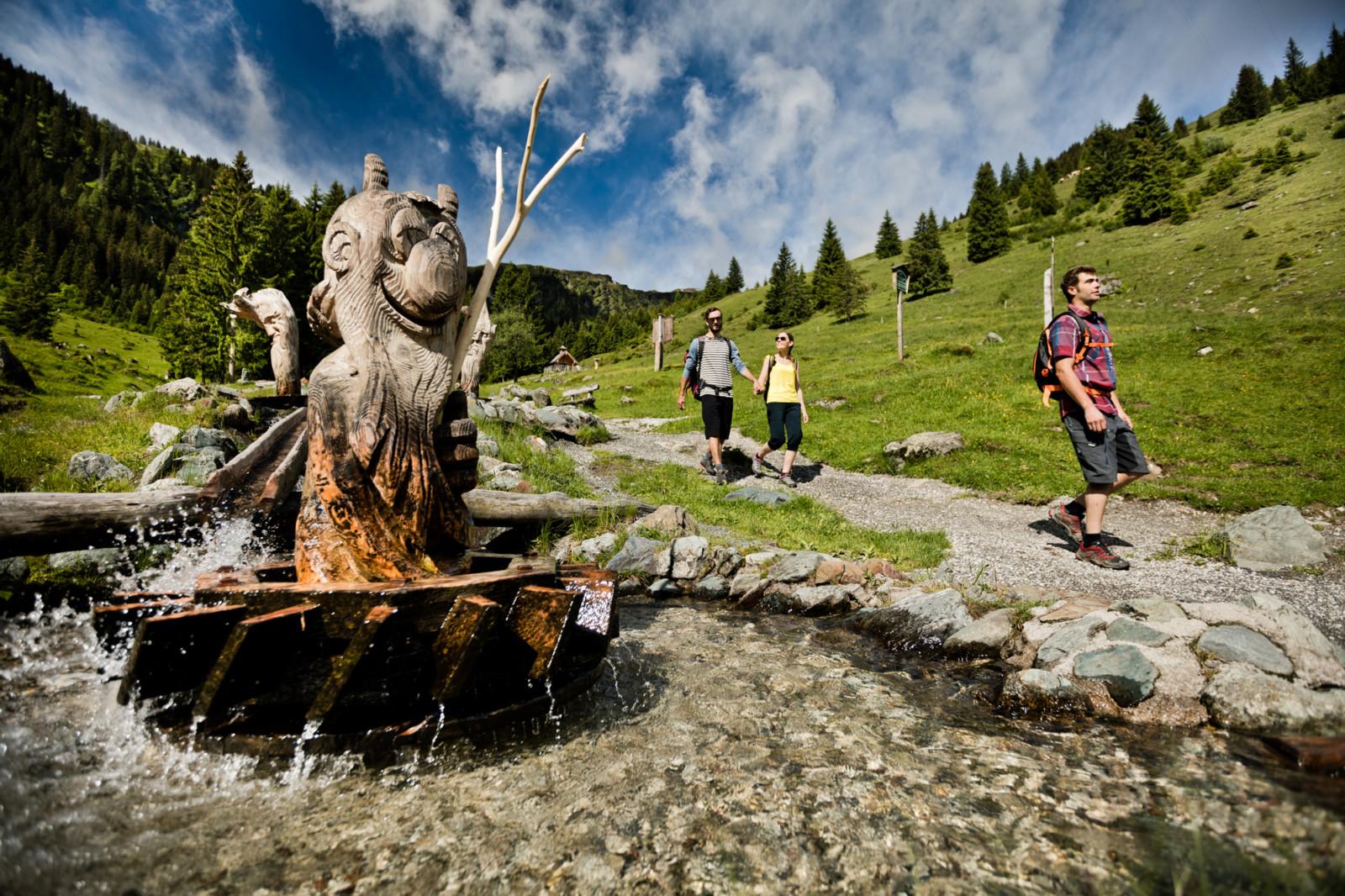 c Mirja Geh Waldgeister tanzen im Wasser.