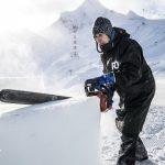 Der Osttiroler Eiskünstler Max Seibald bei der Arbeit.