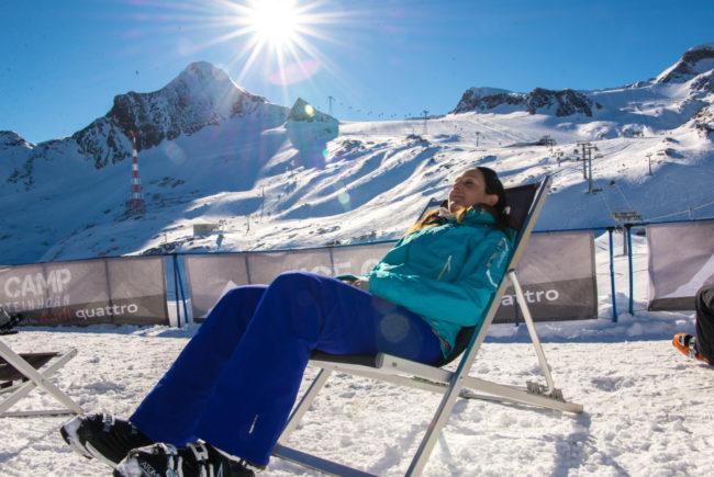 Entspannen am Sonnendeck des Ice Camps.