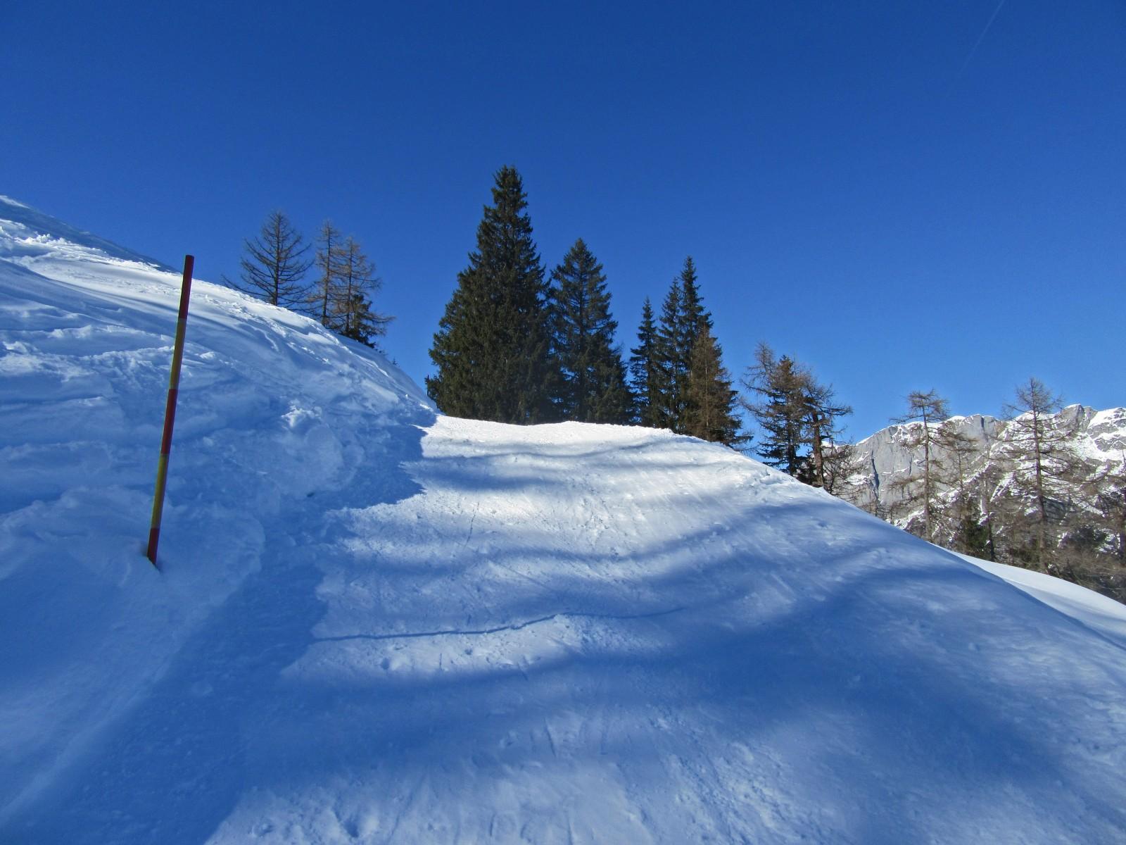 Anstieg und Abfahrt sind präpariert und daher auch für viele Wintersportler gut machbar.