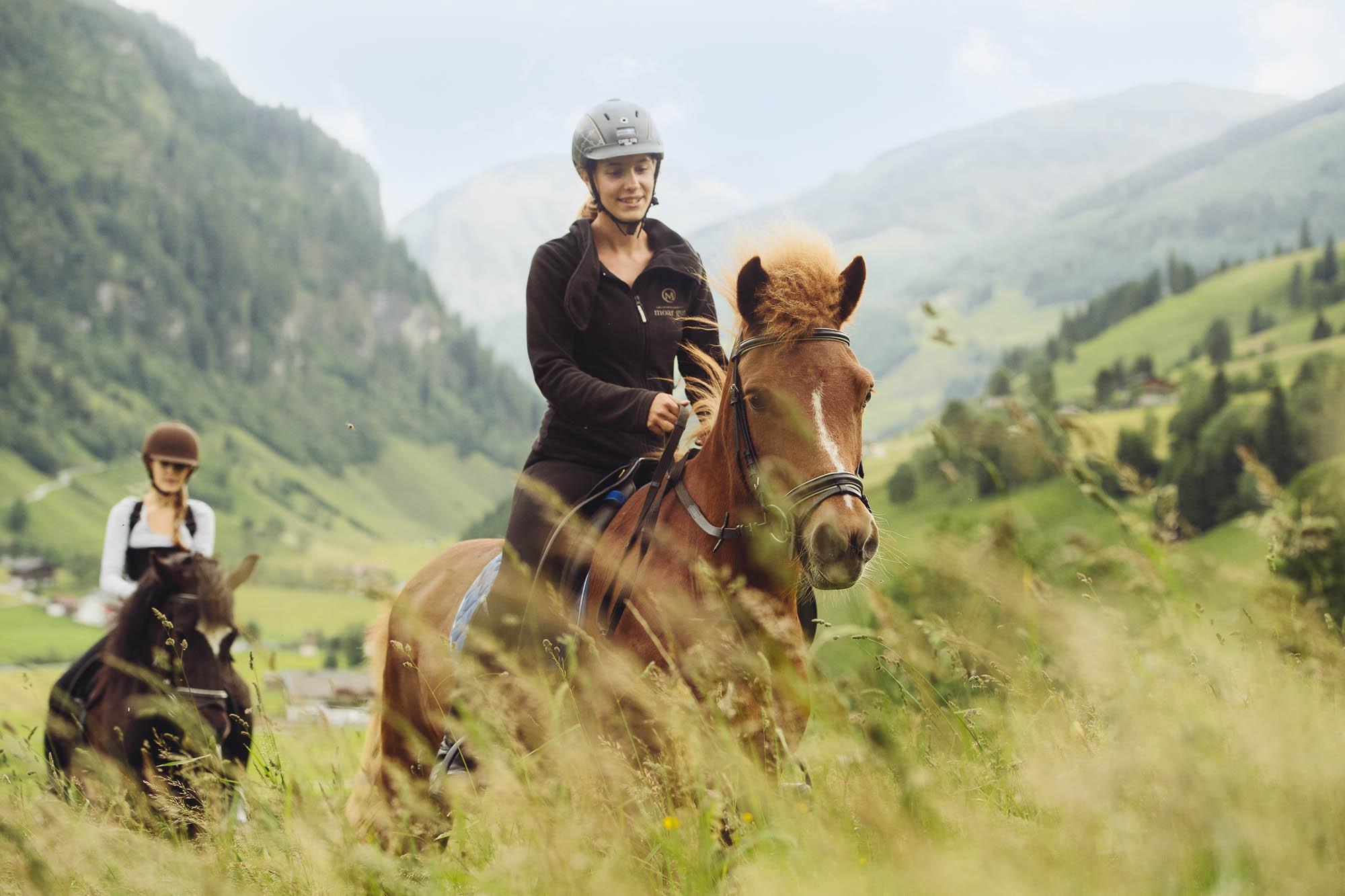 Das Glück auf der Erde liegt auch im Urlaub auf dem Rücken der Pferde.