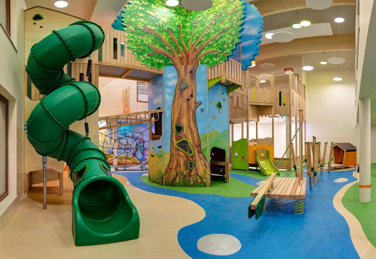 Familotel Seitenalm - Viel Platz zum Toben im Kinderpspielbereich