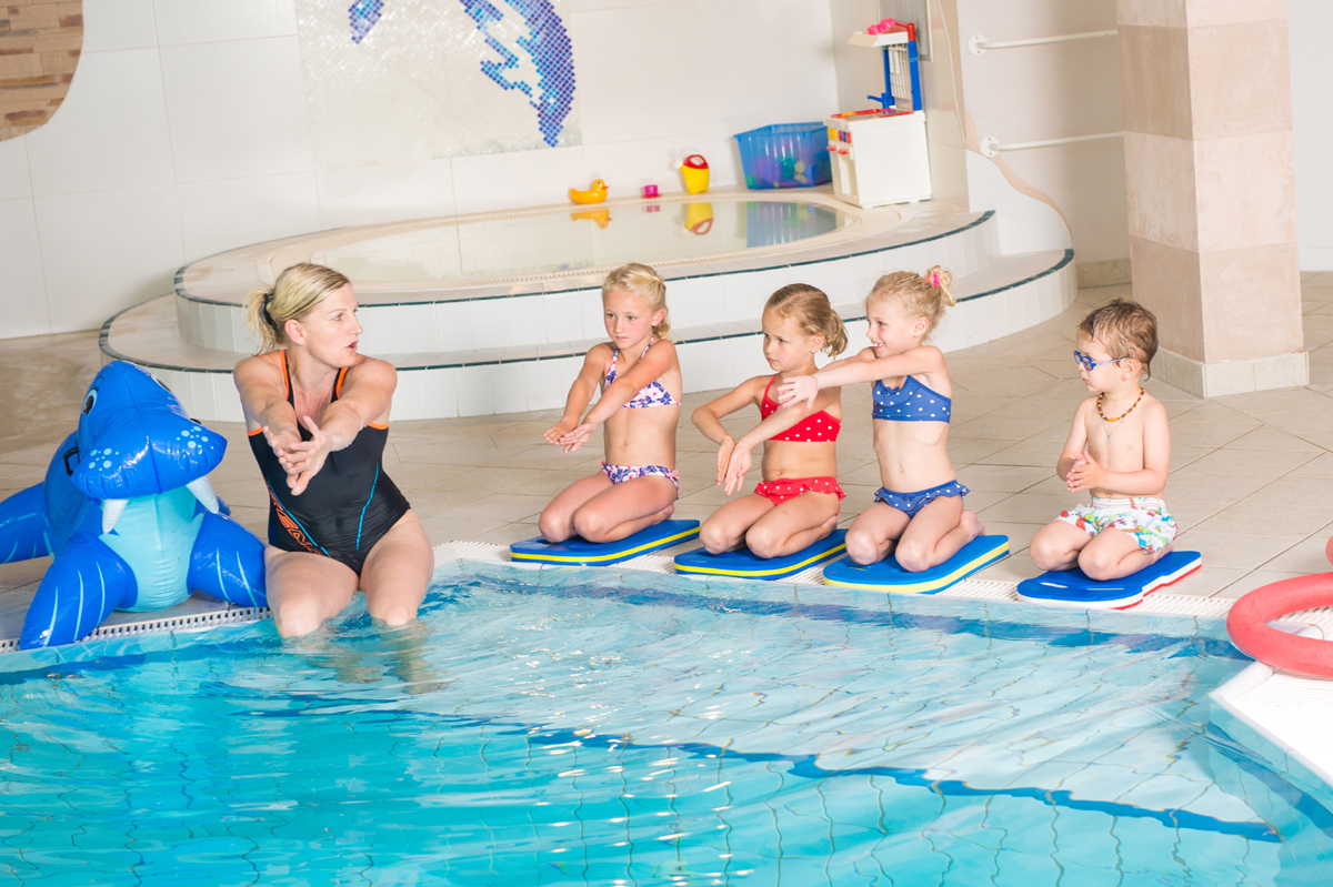 Familotel Seitenalm -Wer noch nicht schwimmen kann, im Urlaub ist die beste Gelegenheit dazu.