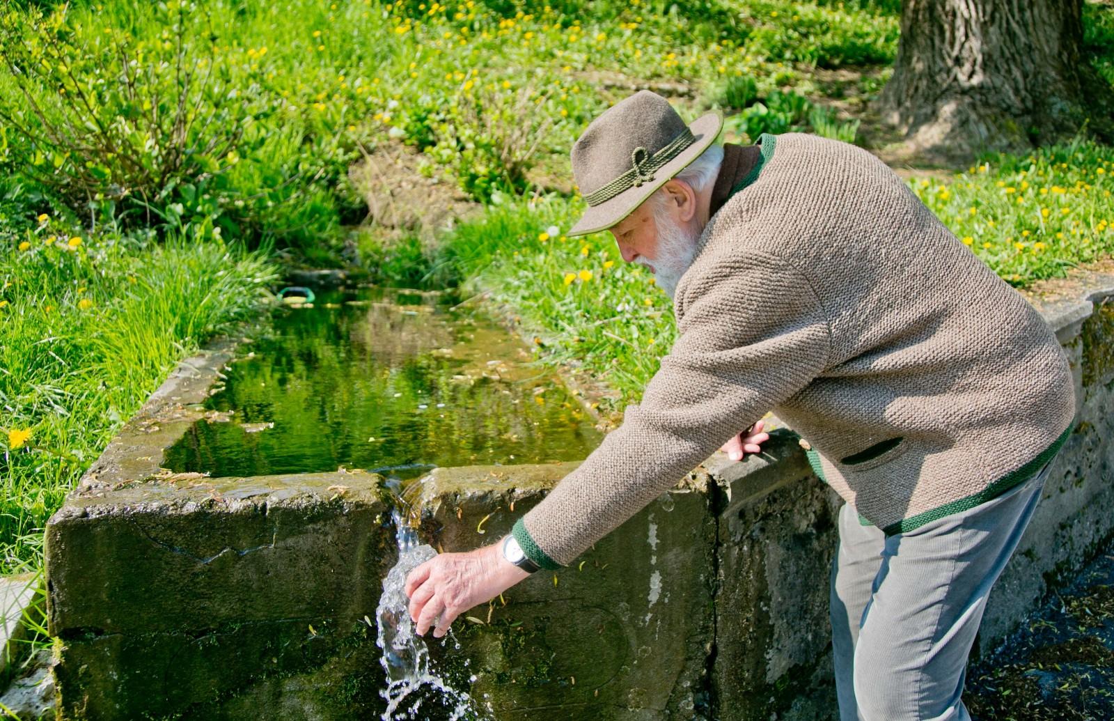 direkt an der Lieferinger hauptstraße kann man Trinkwasser schöpfen