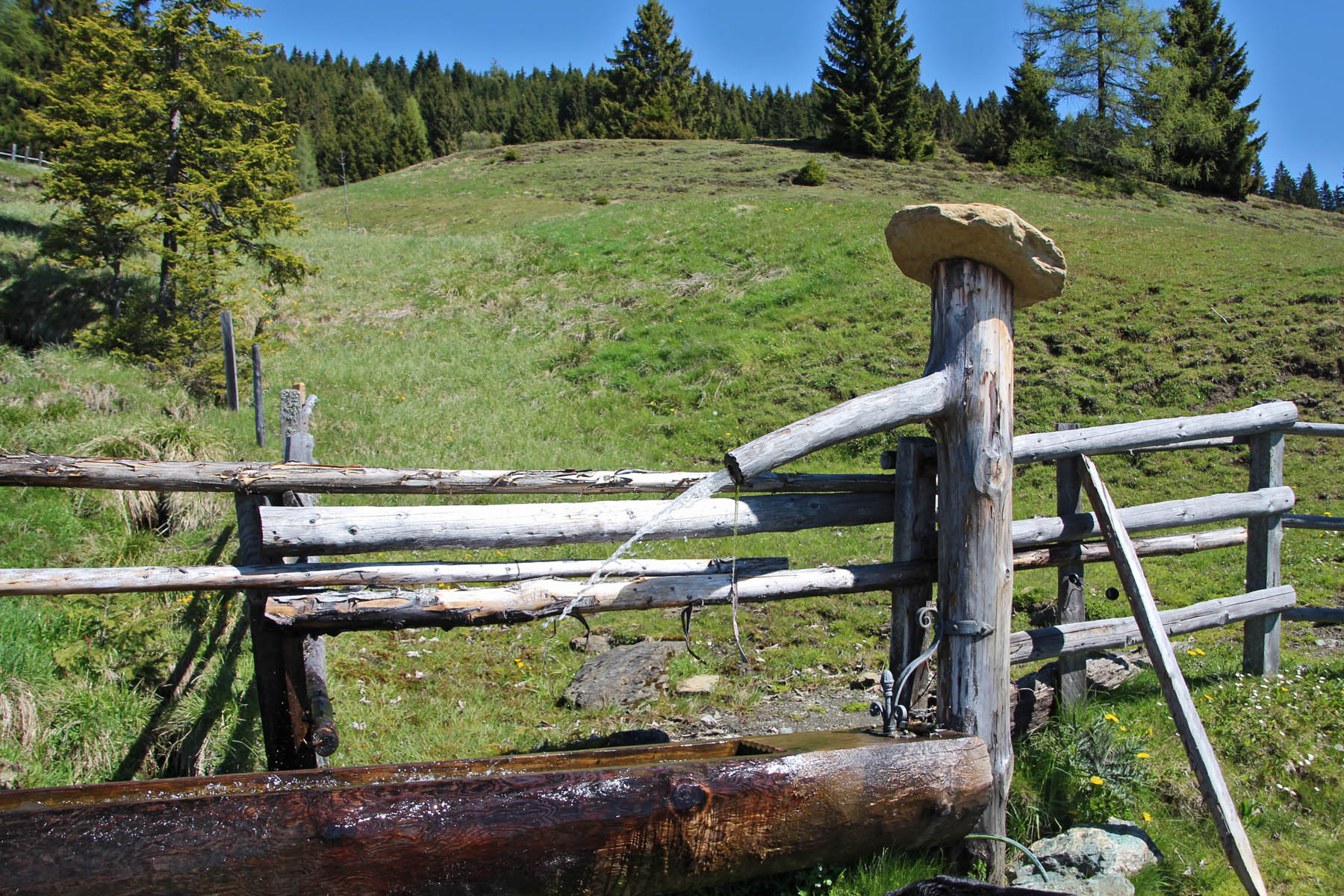 Brunnen am Wegesrand bieten Erfrischung für Wanderer