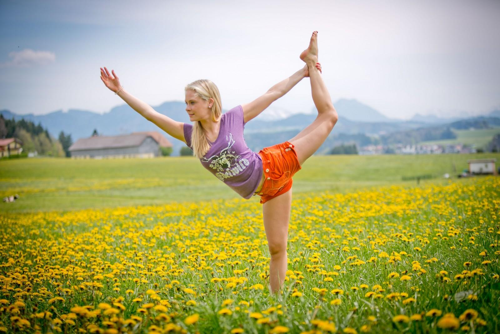 Yoga im Salzburgerland  (c) wildbild