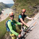 Mit Bergführern in den Klettersteig.