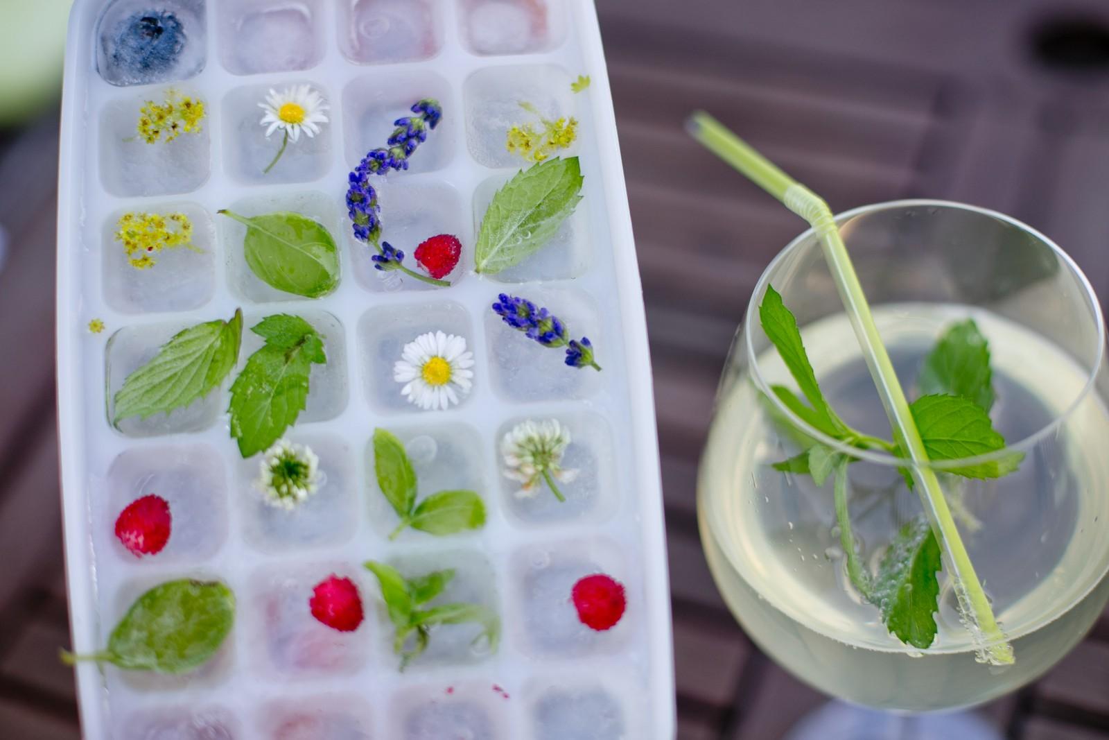 Bunte Würfel für die Cocktails