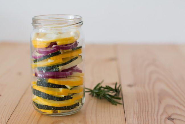 Rosmarin und Zucchini