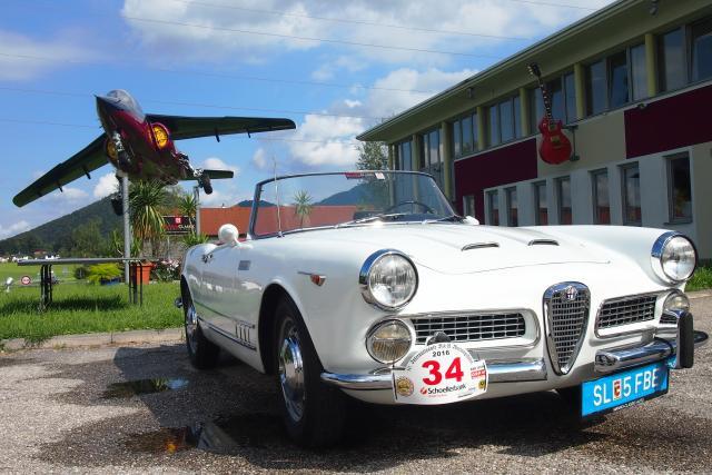 Alfa Romeo 2000 Touring vor dem Museum