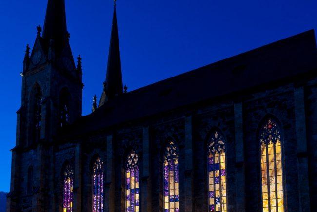 Die von innen beleuchteten Fenster des Dom St. Johann Foto©Stefan Zenzmaier