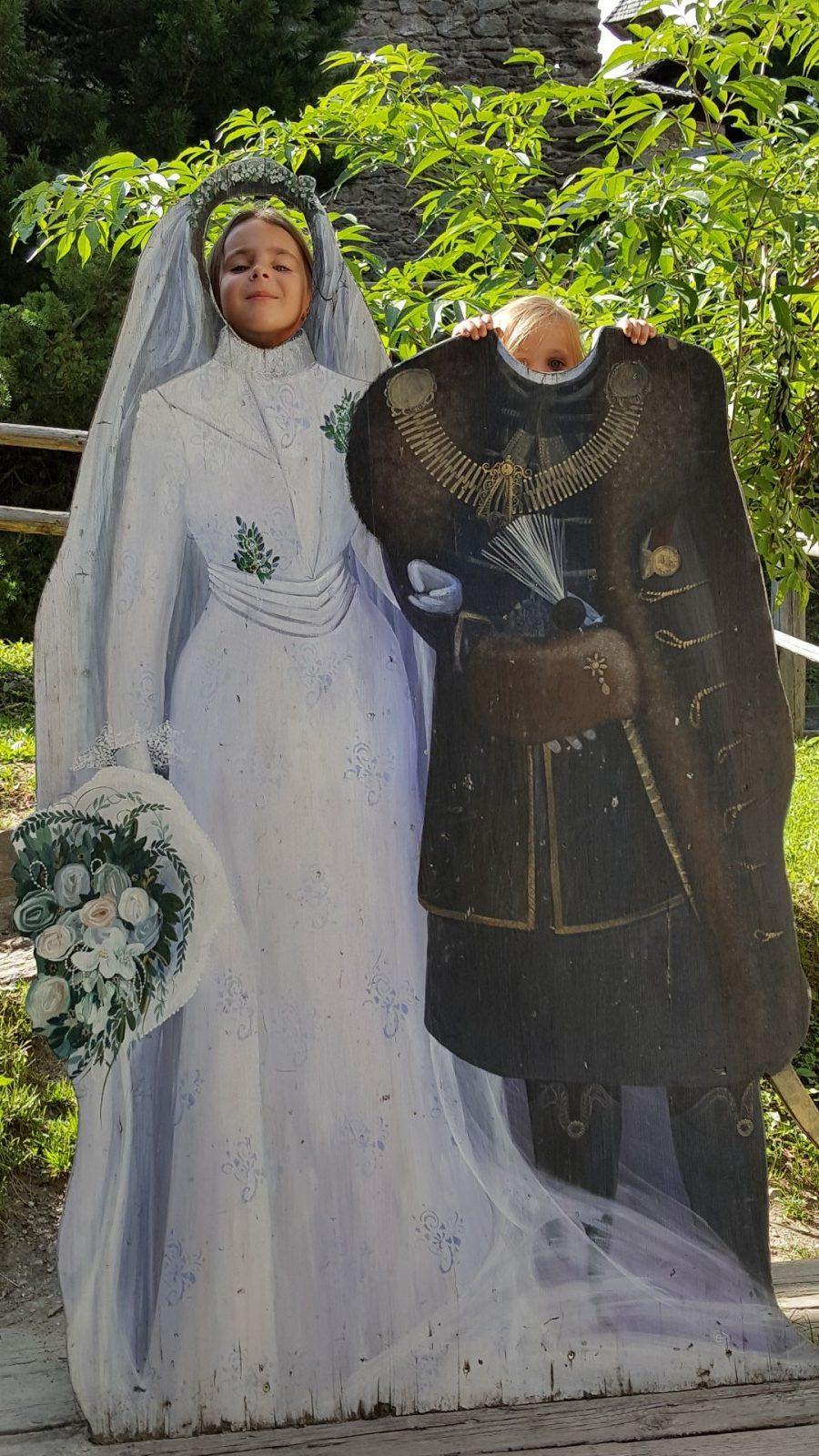 Burgherren im Burghof