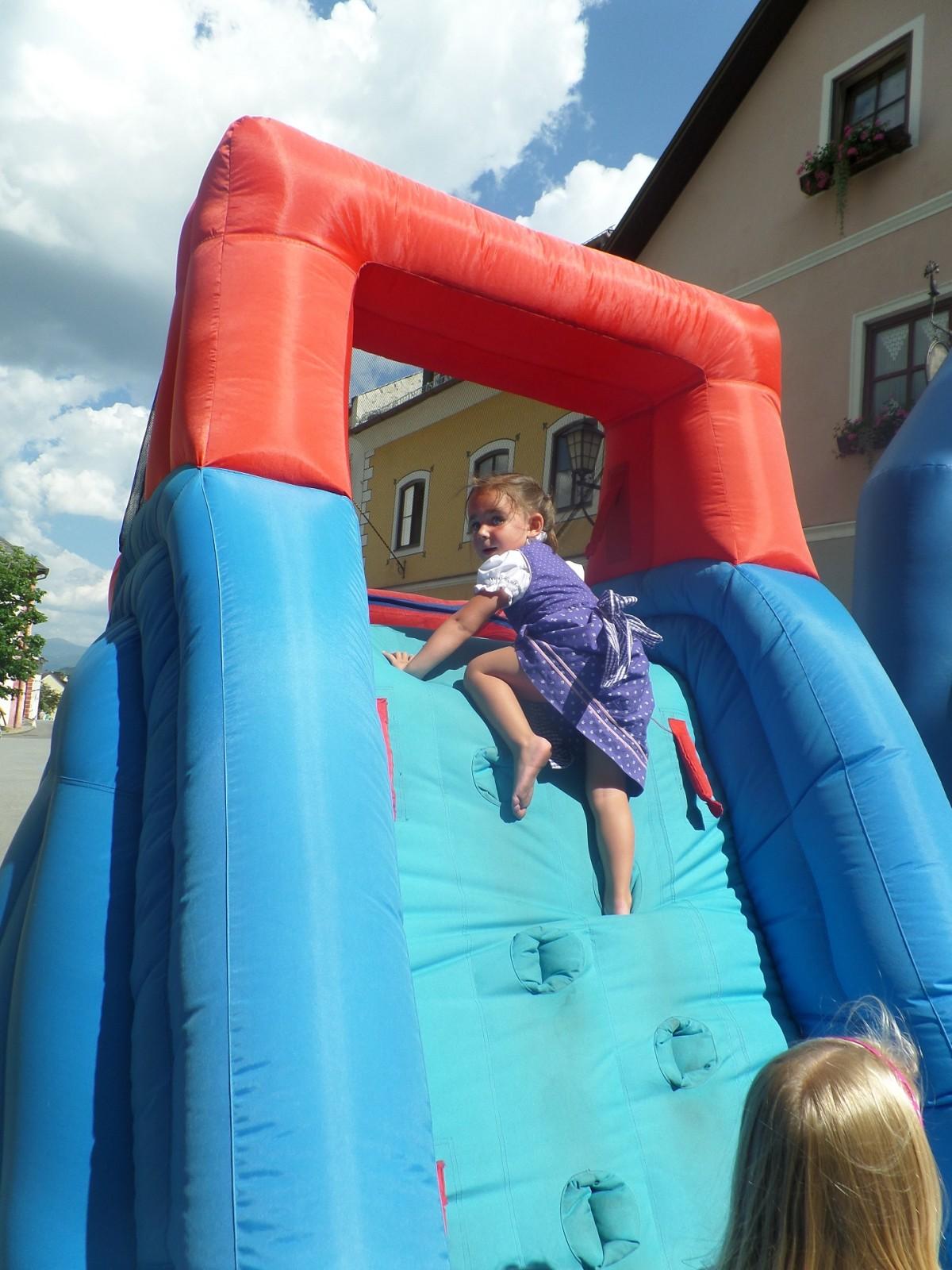 Kinderprogramm mit Kletterwand