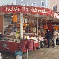 Backhendlstand von Hubers Landhendl am Halleiner Grünmarkt