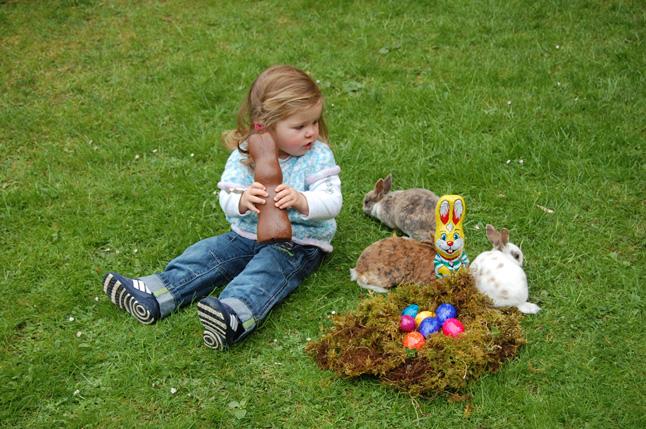 Paula mit Königmantelschecke-Hasen