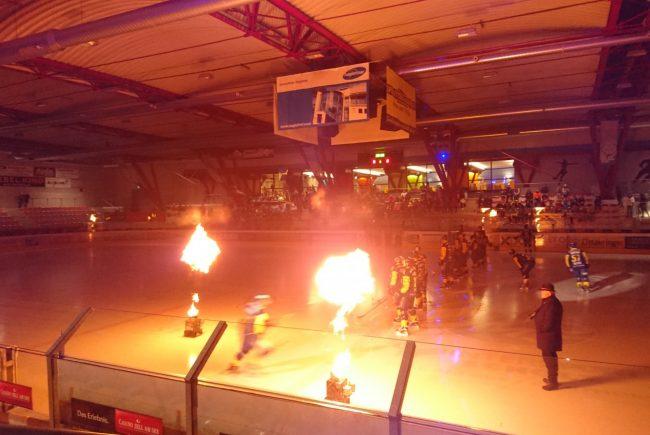Eishalle bei Spielbeginn