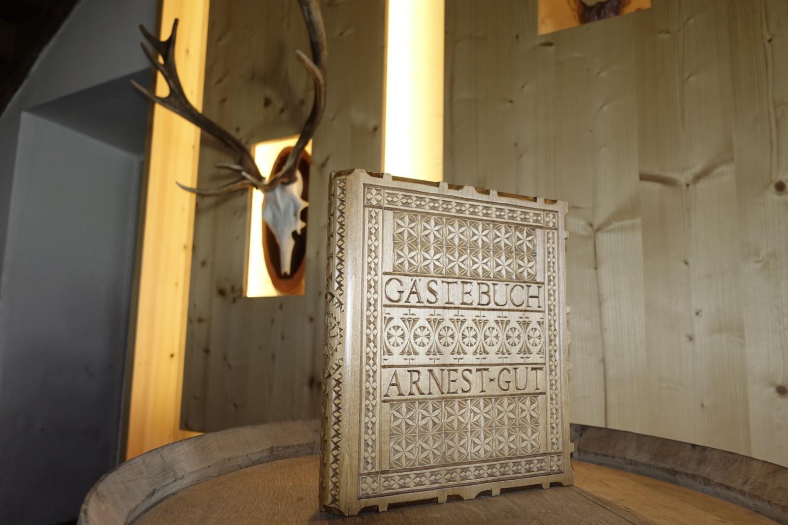 Aufwendigkeitsgrad enorm: das Gästebuch vom Haus Unterberger