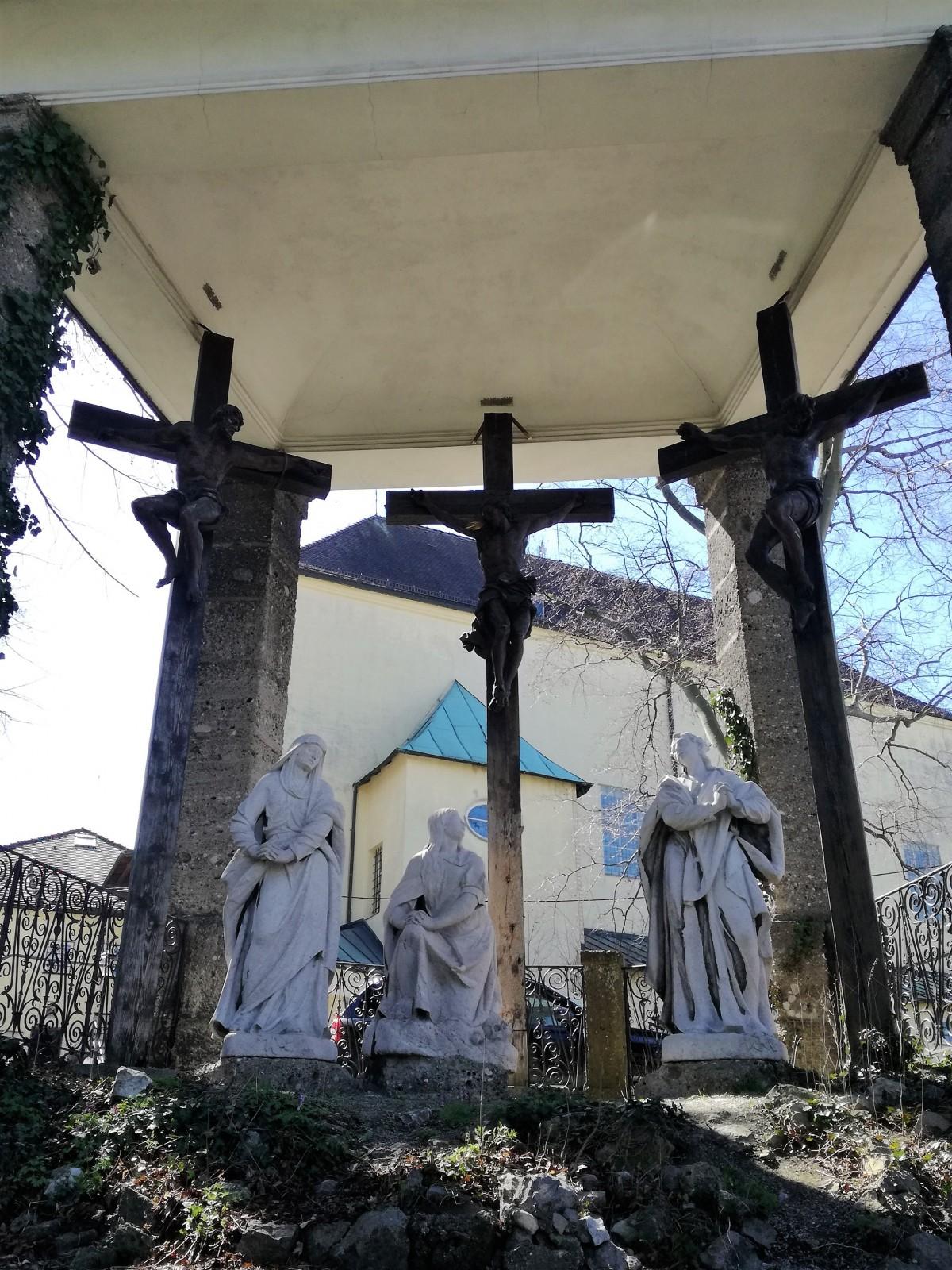 Über den Kreuzweg zum Kapuzinerkloster