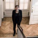 Elisabeth Fuchs im Treppenhaus Stiftung Großer Saal © Erika Mayer