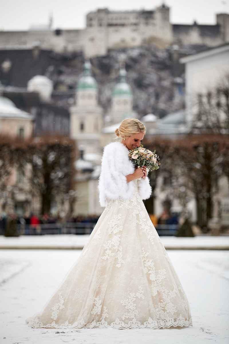 Winterliches Brautkleid ©MWS Entertainment GmbH Julian Kroehl