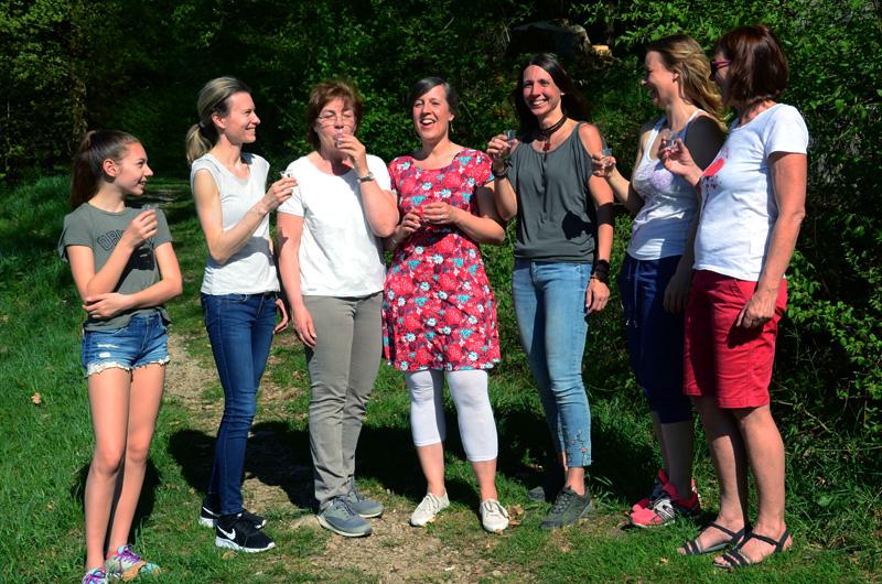 Teilnehmerinnen der Wildkräuter-Wyda-Wanderung