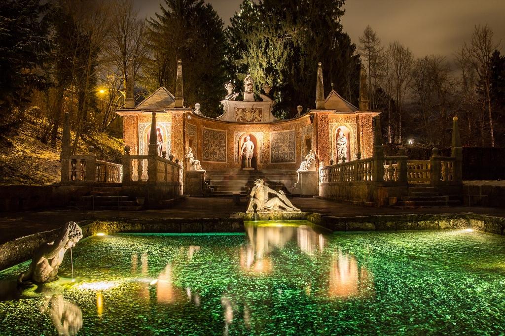 Wasserspiele bei Nacht