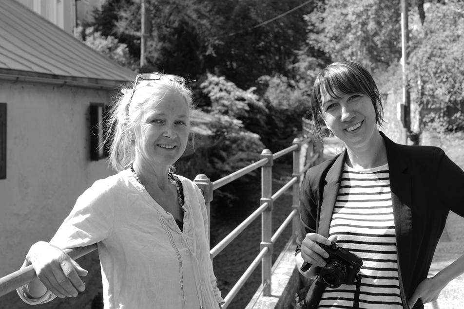 Zwei Fotografinnen