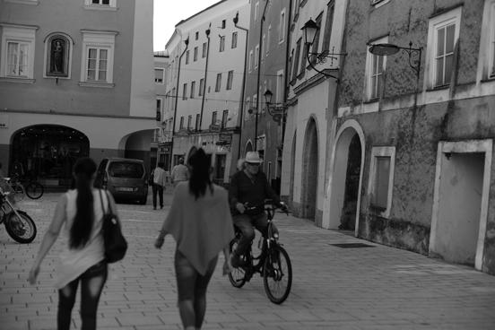 Schwarz-Weiß-Leben auf der Straße