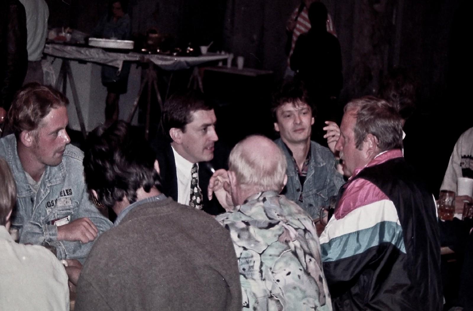 Heinz Schaden (Bildmitte) neben Wolfgang Descho beim Richtfestkonzert ©Rockhouse