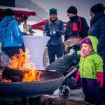 Knisterndes Lagerfeuer beim Fliegenden Adventmarkt
