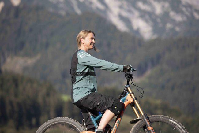 Sabine Enzinger, Eigentümerin der Element Bike School in Saalfelden Leogang im Bike Park Leogang