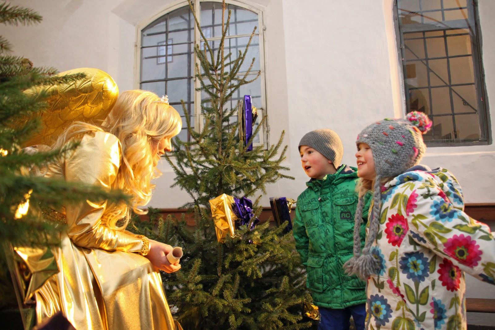 Christkind auf der Burg Golling