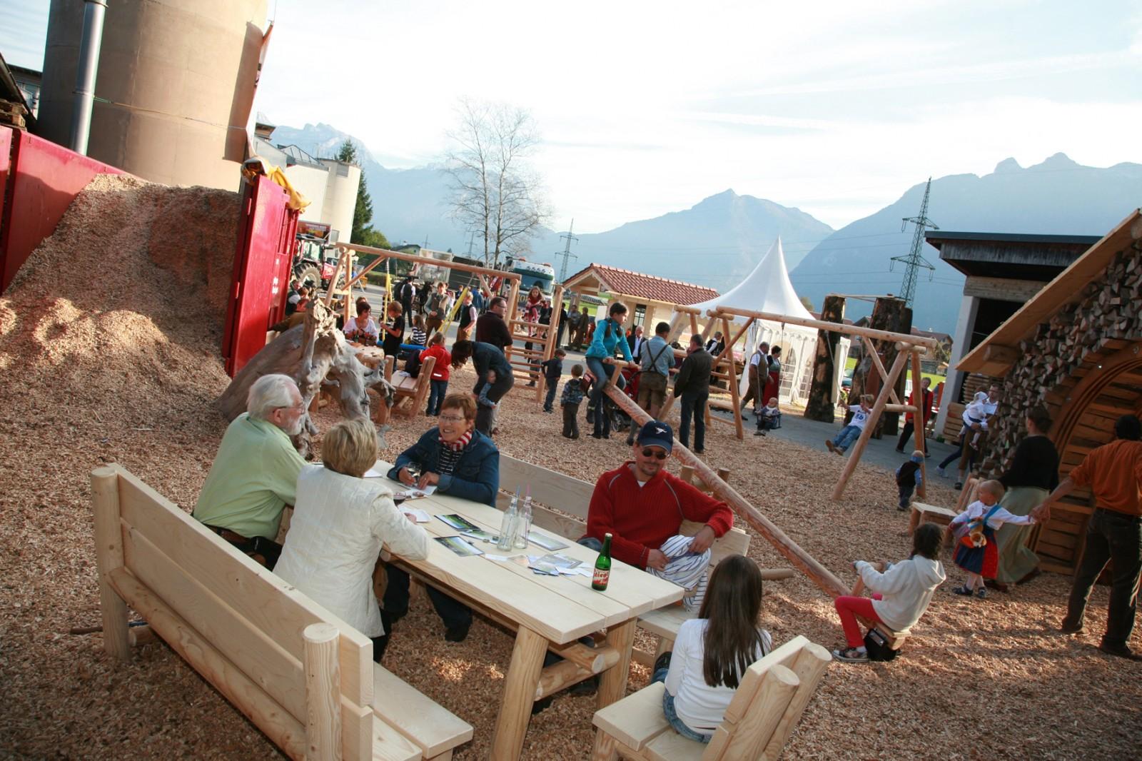 © TVB Kuchl - Kettensägenschnitzer am Kuchler Holzfest