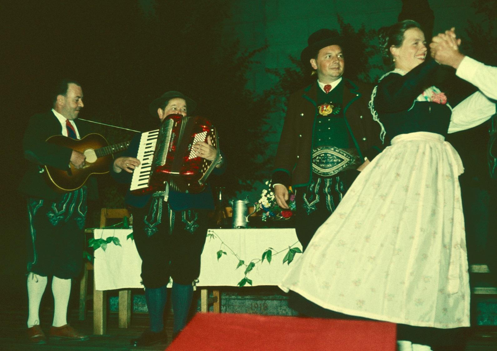 Jedermann mit Vetter und Tanzgruppe 1961
