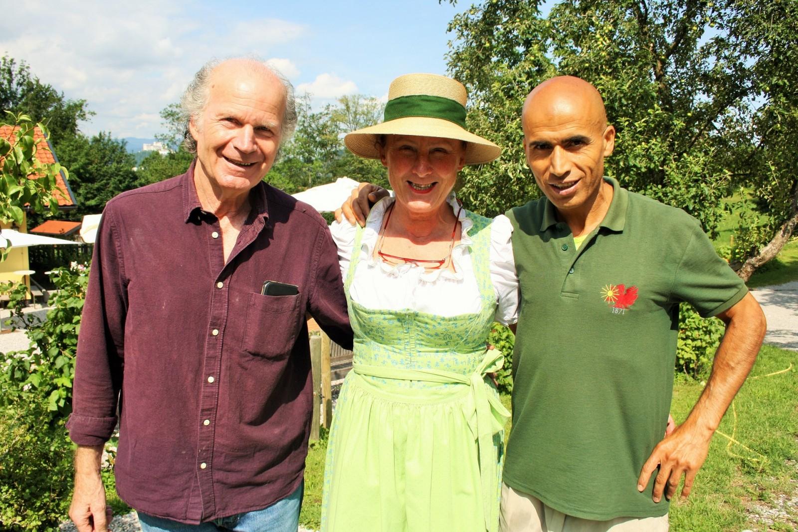 Heinz Assigal, Andrea Berger und Mehmet Kilic (Angestellter Farmers Club).