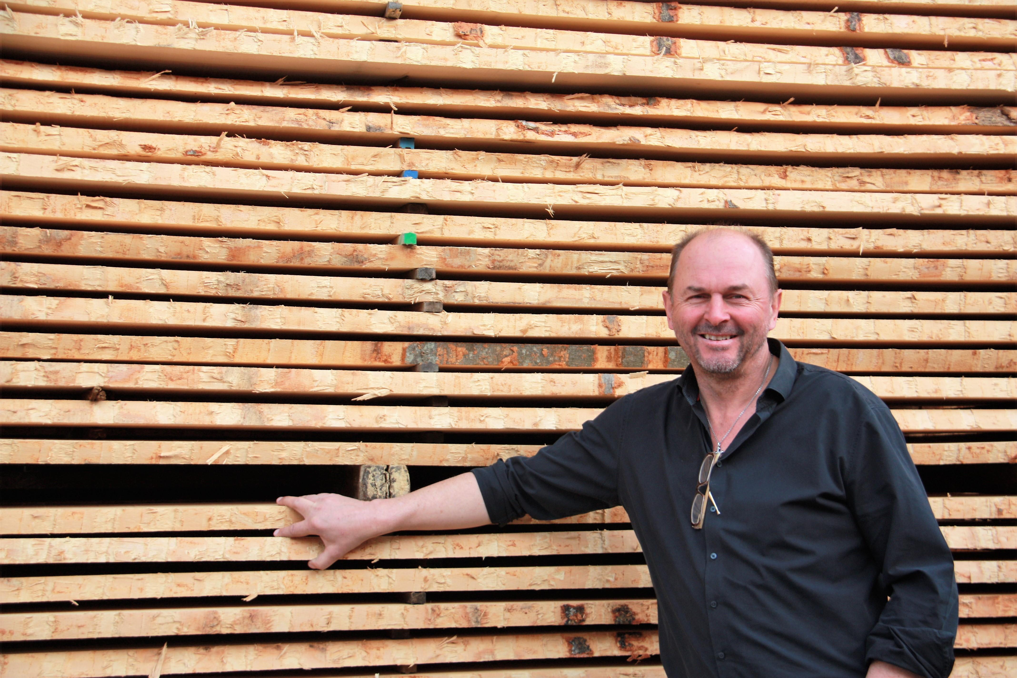 © Martina Egger - Herbert Wimmer, CEO WIHO Sägewerk Kuchl und Mitbegründer des Vereins Holzgemeinde Kuchl, freut sich auf das geniale Holzfest im Oktober
