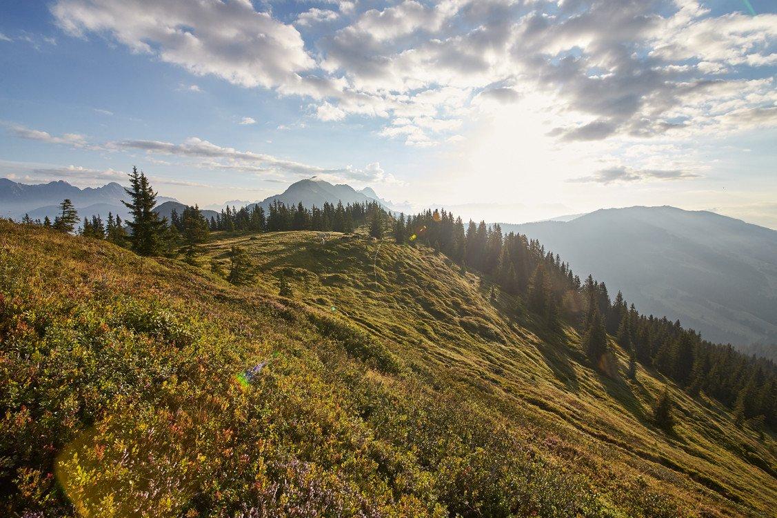 Herrliche Kulisse umgeben von mächtigen Bergen