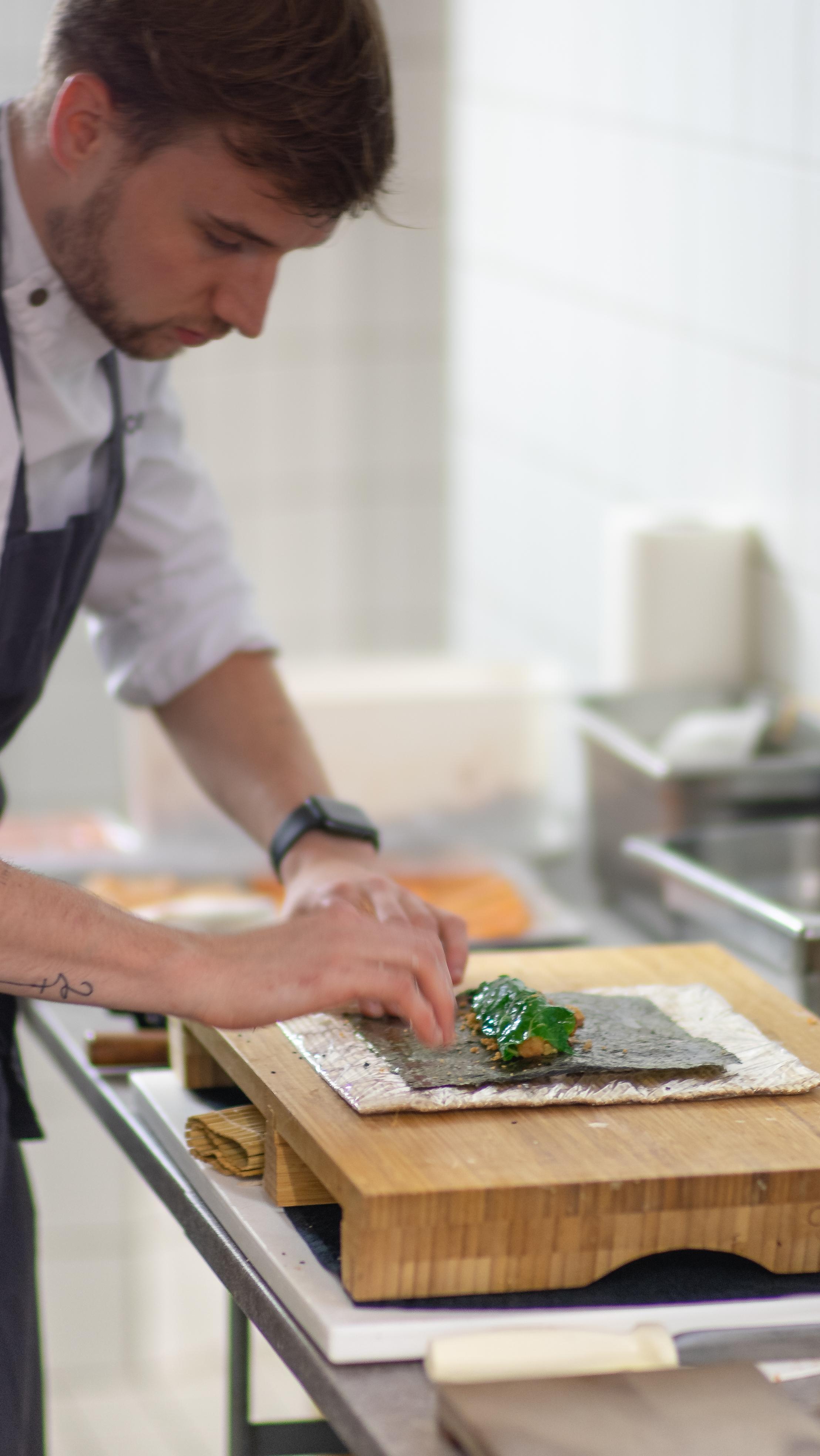 Präzision und Hingabe bei der Zubereitung © Thomas Lahnsteiner