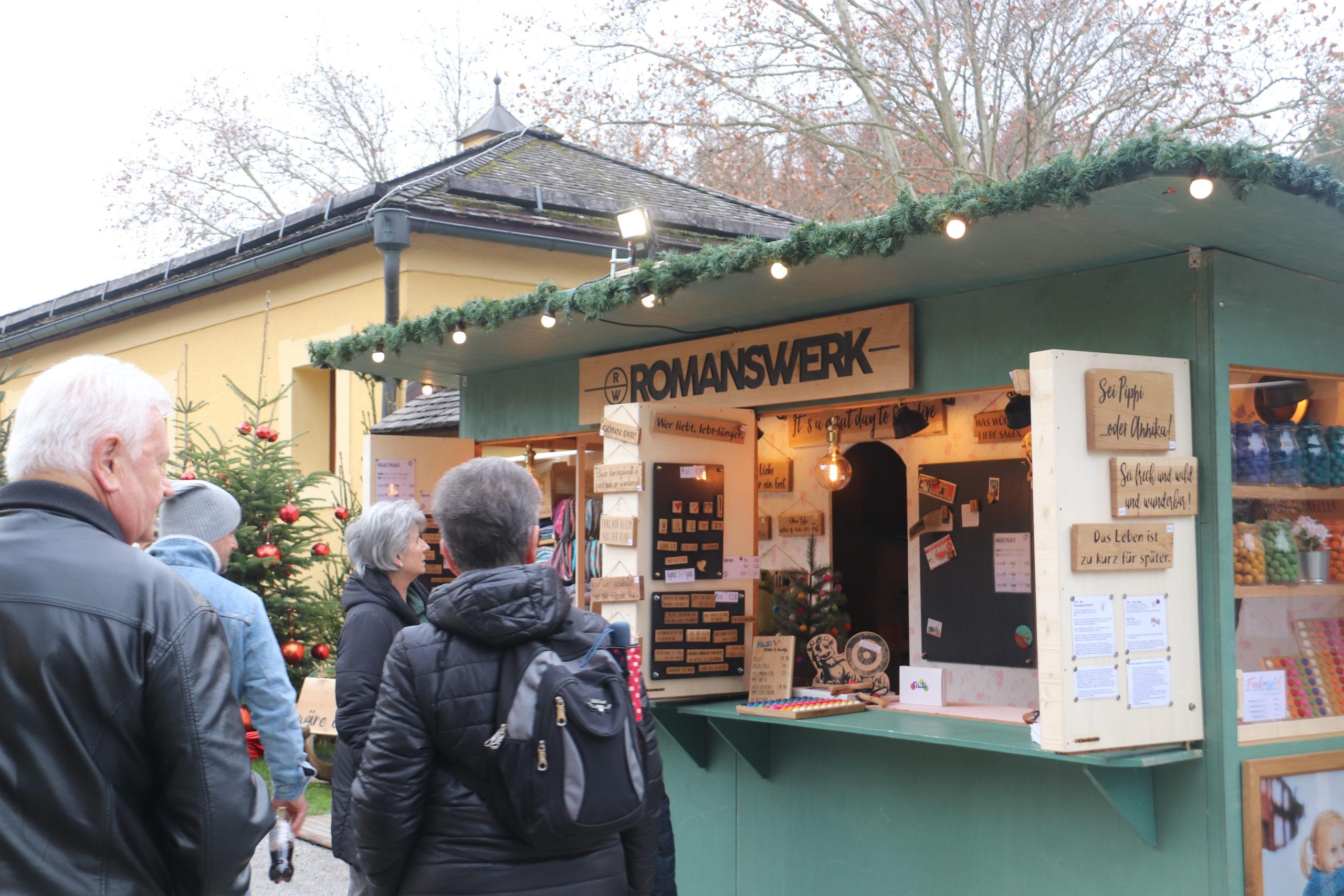 © Martina Egger - der Stand von Romanswerk am Helbrunner Adventmark kommt gut an