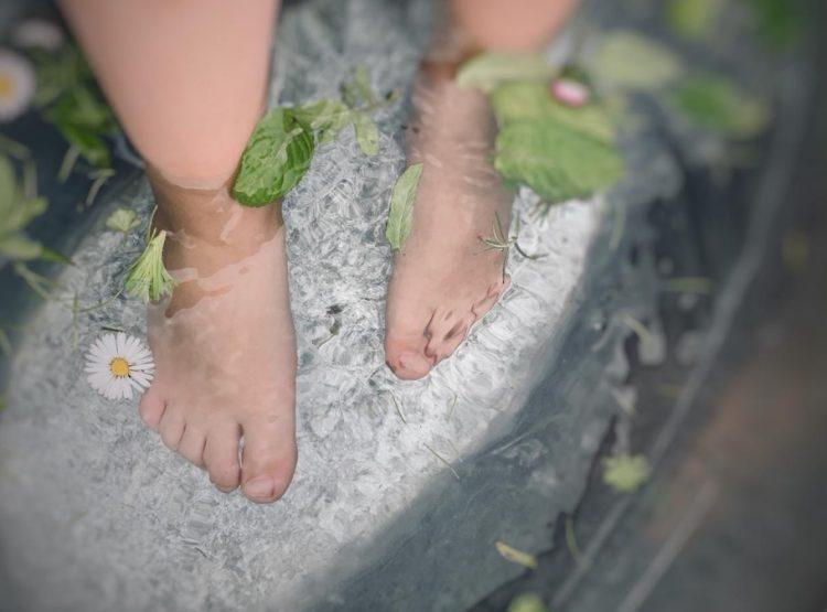 Füße im Schaffel