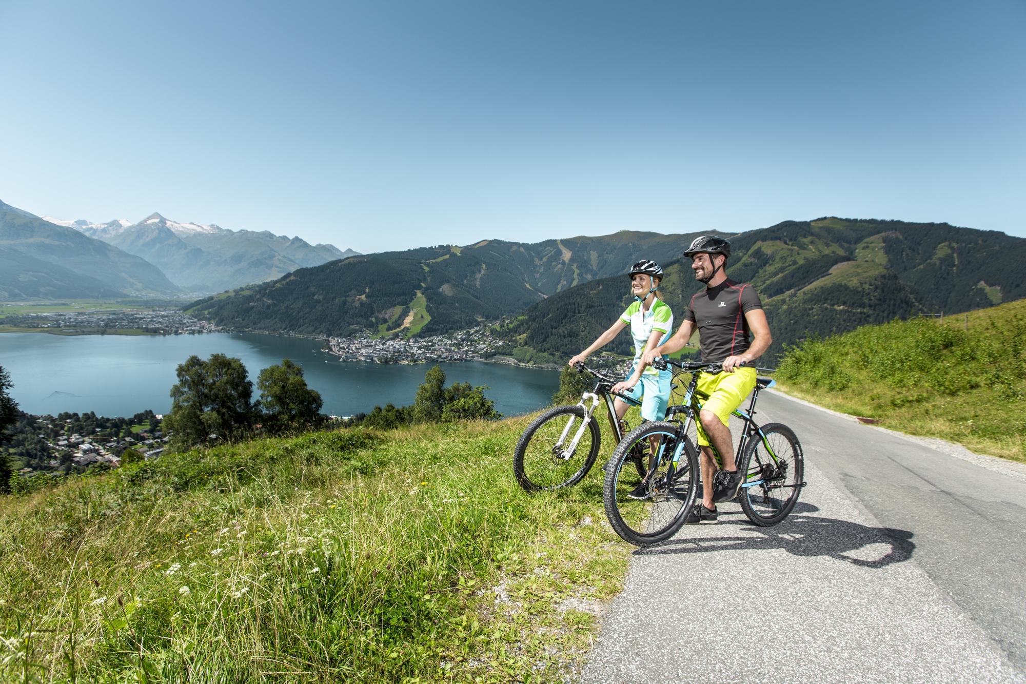 Mit dem E-Bike zum besten Panorama über den klaren Zeller See