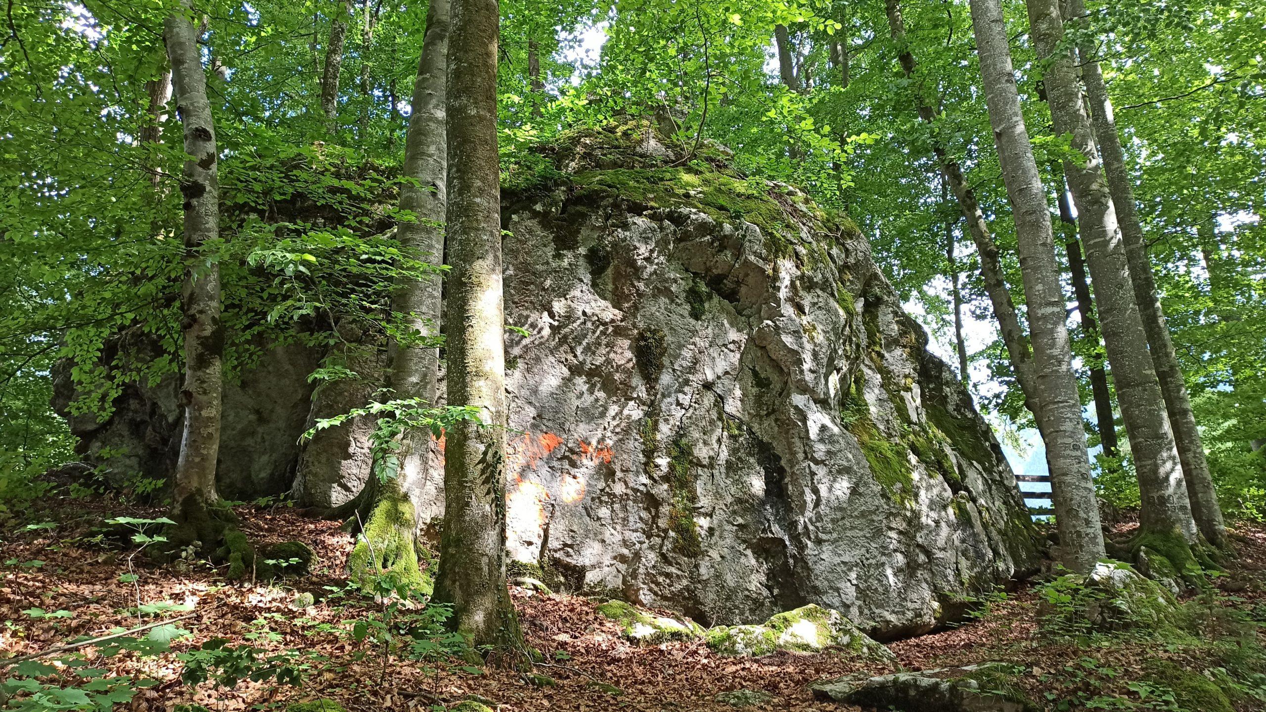 Felsige Wucht gibt's auch im Bairaupark zu bestaunen
